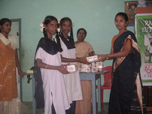 Prize distribuition to Allivilagam school by Mrs.Joycy Arul