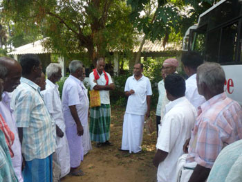 Farmers in discussion with an outstanding organic farmer Mr. Gomathynayagam
